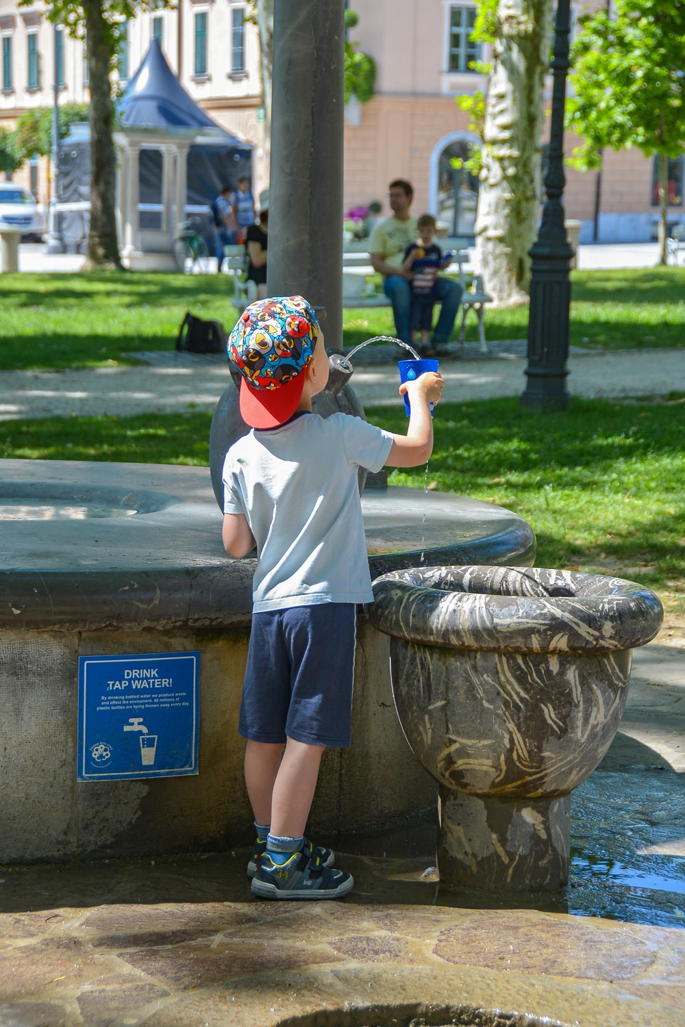 Drinking water at Kongres square