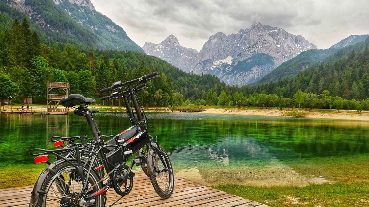 Lake Jasna and bicycles